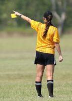 arbitre au carton jaune