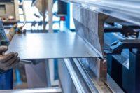 production sur une machine cintreuse